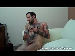 Heavily tattooed hottie fucks his Fleshlight