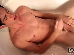 Twink cums on his undertake down the bathtub